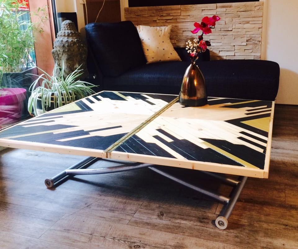 table en bois design en marqueterie contemporaine
