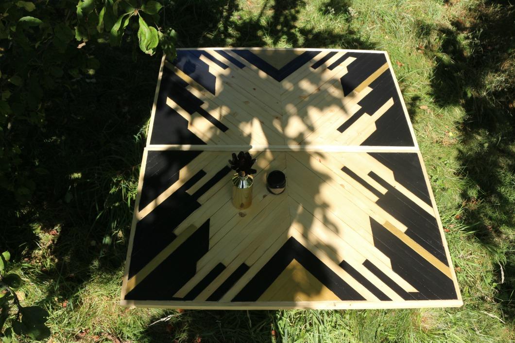 table en pièce unique en bois  birke studio.jpg